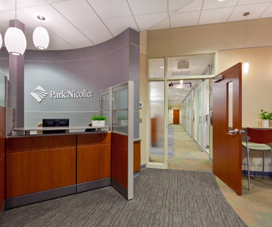 3_2011044_00_PNLC Reception View with Computer Counter_web