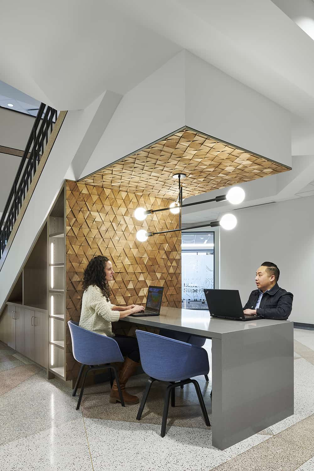 Atrium touchdown workstation with accent wall that matches the reception desk.